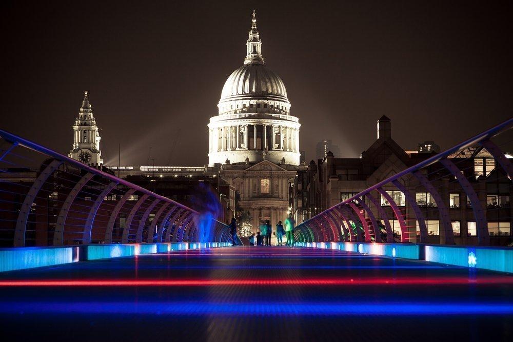 The-Millennium-Bridge-at-Night-1-1.jpg