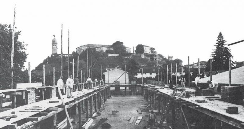 1.-1914-Palazzo-Sello-in-costruzione.-Angelo-Sello-è-luomo-allestrema-sinistra.jpg